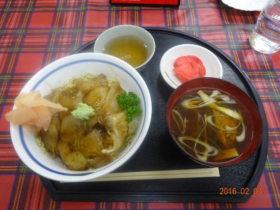 Ajigasawa-machi, Jepang: ヒラメ丼!