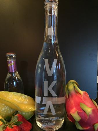 Marghera, Italia: VKA Organic Italian Vodka Marciano Cocktail della Settimana VKA con Schweppes al Pepe Rosa e Dra