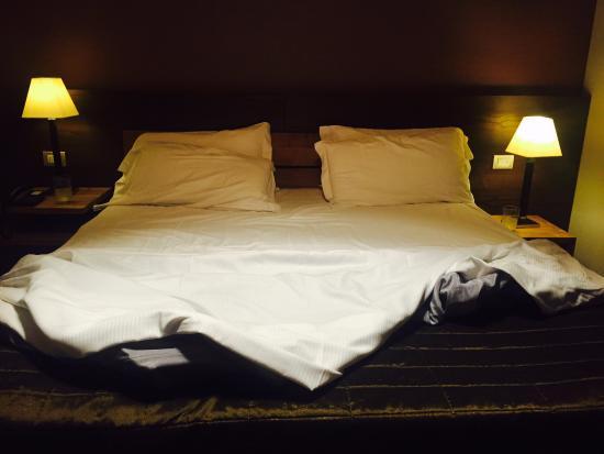 Zola Predosa, Italie : Огромная клевая кровать, отлично выспался за 3 дня на свежем воздухе :)))