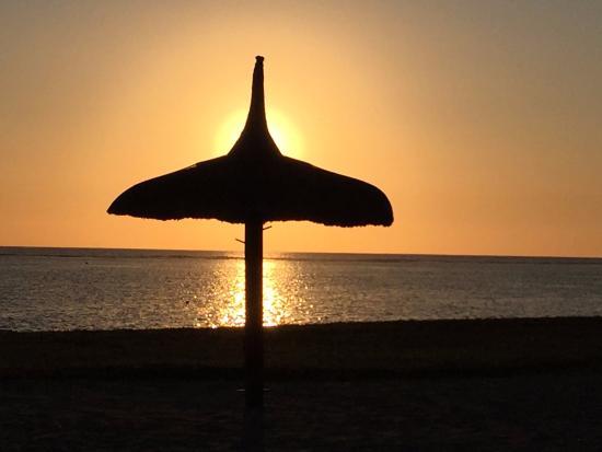 Maradiva Villas Resort and Spa: Stunning sunset at Maradiva!