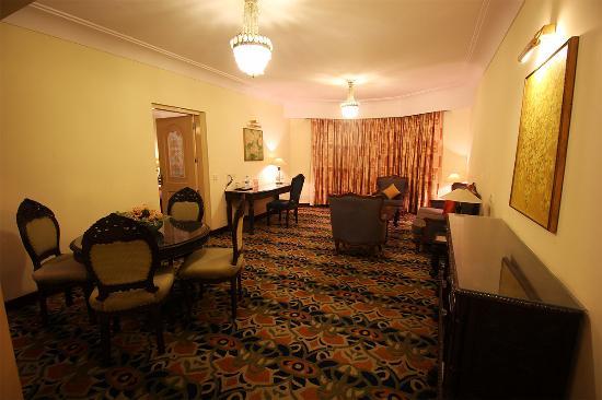 Cama Hotel: Living room Suite