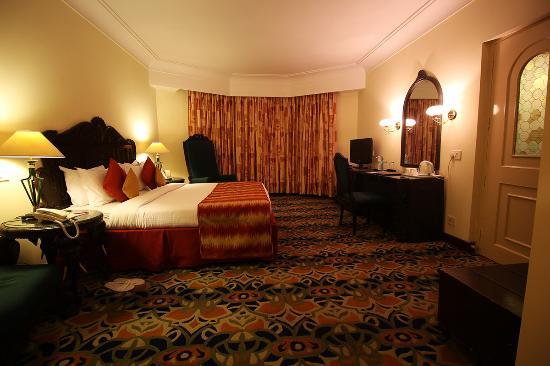 Cama Hotel: Suite Bedroom