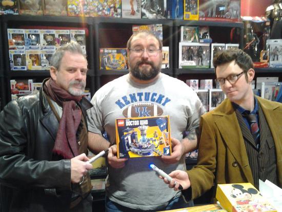 Rho, Italien: Anche gli amici cosplayer hanno piacere a fermarsi da noi...se non potete venire in negozio cont