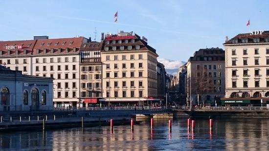 Hotel Ambassador: Ansicht vom gegenüberliegenden Ufer