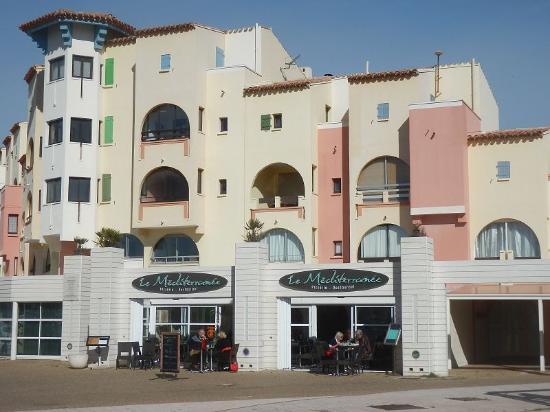 Port Leucate, ฝรั่งเศส: Blick auf das Restaurant in der Februarsonne
