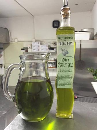 Vetralla, Italien: L'olio con cui si cucina... e si vende!