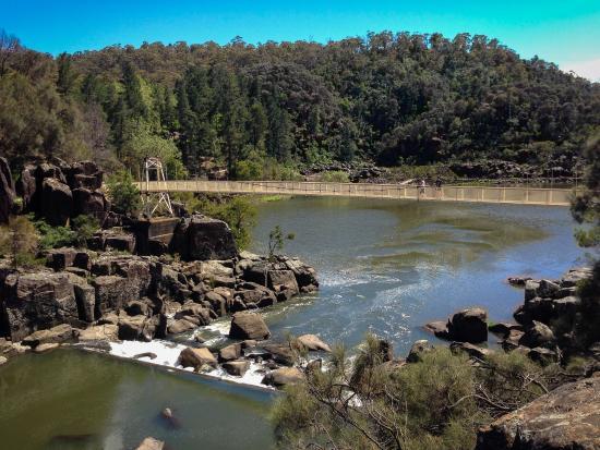 Launceston, Australien: Suspension bridge crossing the Cataract Gorge reserve