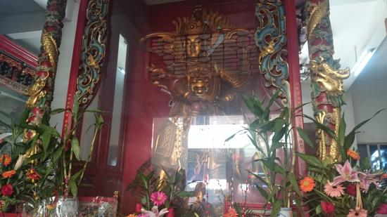 Dajian Temple: Another statue, these statues were incredible huge, when I was first saw them I did not beliave