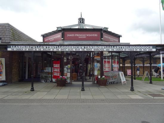 Llanfairpwllgwyngyll, UK: Get you toungue around this........