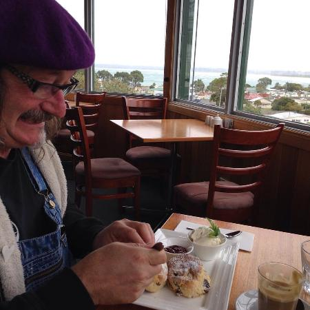 Stanley, Australia: My husband was so happy with the Date Scones with jam & cream! They were delicious!