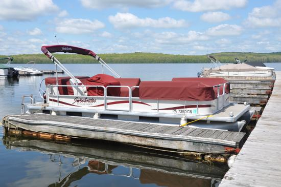 Hawley, PA: Pontoon Boat Rentals - spend the day on the lake!