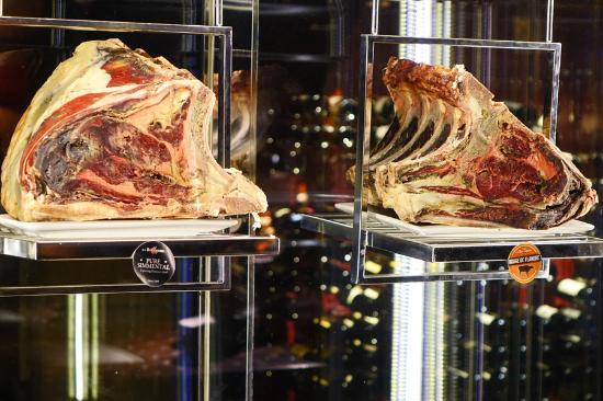 Jette, เบลเยียม: Nouveau frigo à viandes maturées