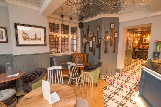 Sudbury, UK: Front bar/lounge area; perfect for a chilled out coffee