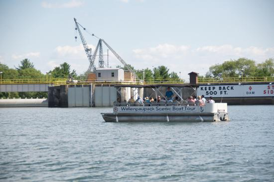 Hawley, PA: Wallenpaupack Scenic Boat Tour in front of the Dam