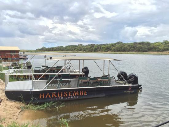 """Rundu, Namibya: """"Strand"""" und Ausflugsboote"""