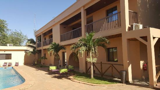 Hotel La Coccinelle: vue sur piscine