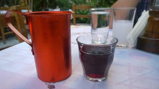 Геннади, Греция: Домашнее вино