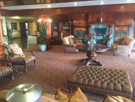 Azure Hotel & Suites Ontario Airport: Лобби