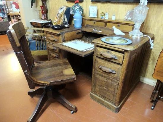 Kodak, TN: loved this secretarial desk