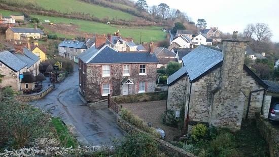 Branscombe, UK: The Masons Arms is to the left of the picture and was taken from the bedroom of room #1