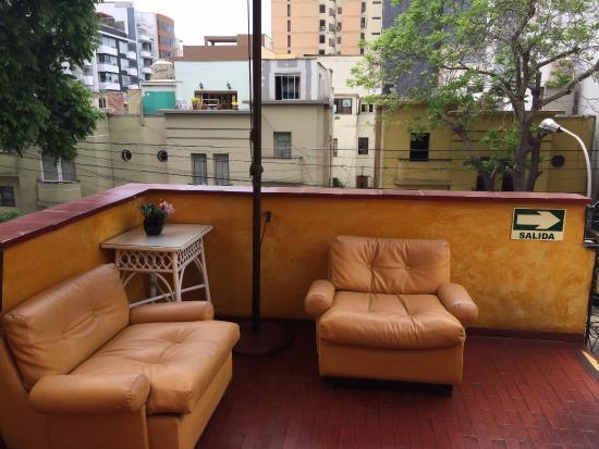 Imperial Inn Hostal: Pequena varanda no 3 andar