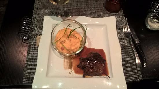 Cholet, Francia: Bœuf «Black Angus», pomme de terre macaire au chorizo