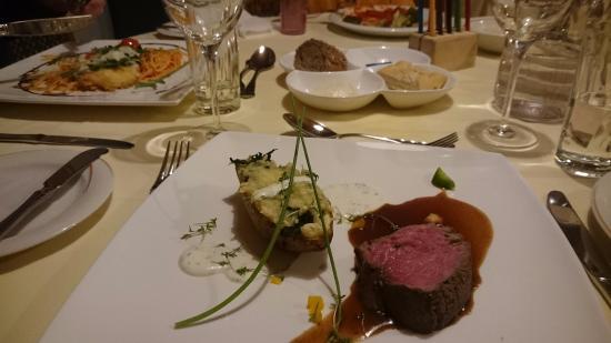 Kinderhotel Felben: Main dish at dinner time
