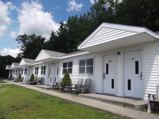 White Birches Motel: Outside