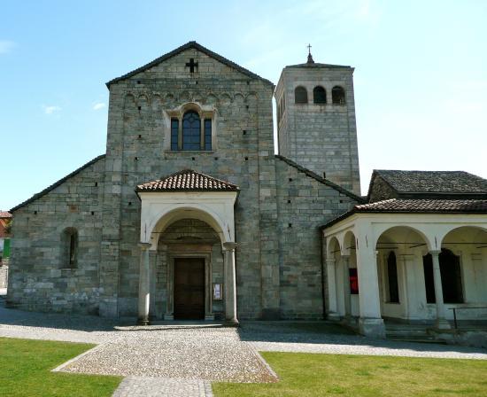 Collegiata di San Vittore: Eingang auf der Westseite