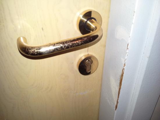 Hotel Kristall: porta usuratissima stanza 106