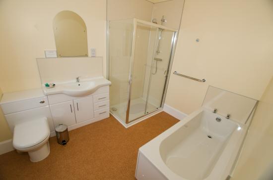Alness, UK: Family Bathroom
