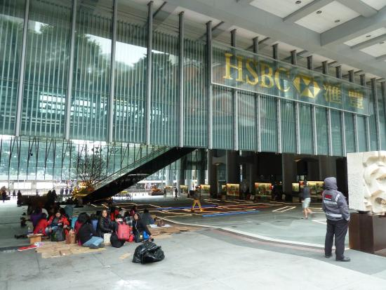 Fr hliches phillippino picknick picture of hsbc main building hong kong tripadvisor - Hsbc hong kong office address ...