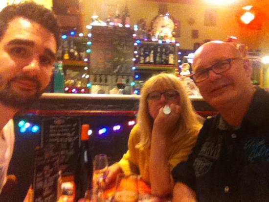 Oullins, Fransa: Diner en famille dans un vrai Bouchon Lyonnais
