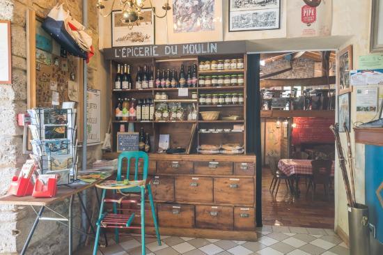 Ombleze, فرنسا: L'épicerie du Moulin de la Pipe