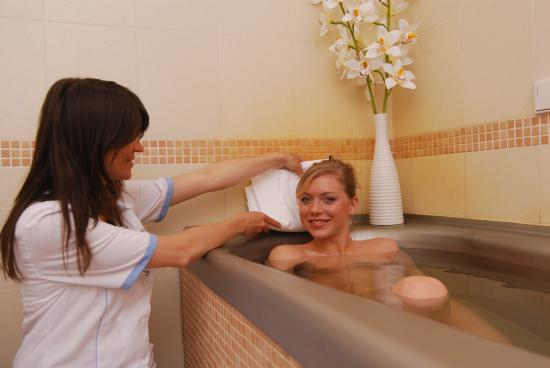 Danubius Health Spa Resort Hvezda and Imperial: MInerla Bath with natural CO2