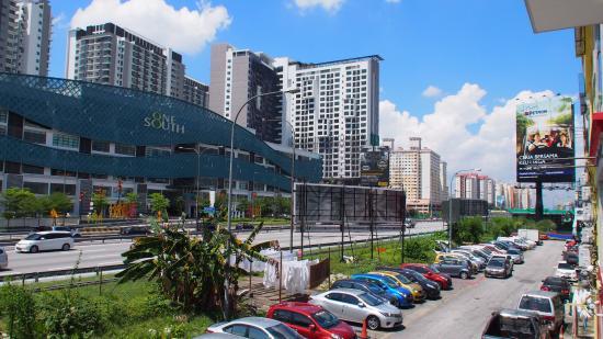 Sri Kembangan, Malasia: The Mangga Hotel, parking area