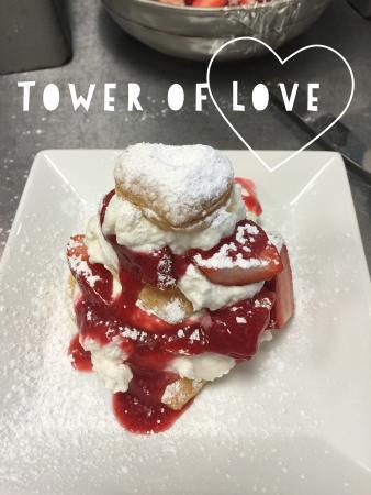 Alpharetta, Gürcistan: Tower of Love - Valentine's Special Dessert