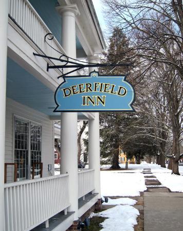 Deerfield, แมสซาชูเซตส์: Outside the Inn 9 February 2016