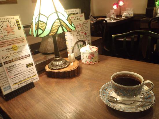 Nagatakohiten : テーブルごとに明かりがともる