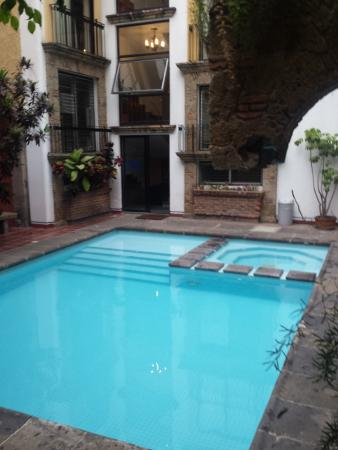 Foto de hotel de mendoza guadalajara alberca y jacuzzi for Piscinas de fibra de vidrio mexico