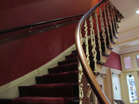 Hotel Ceilidh-Donia: Stairway to our room