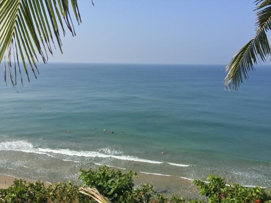 Varkala SeaShore Beach Resort: view from breakfast area down to beach and ocean