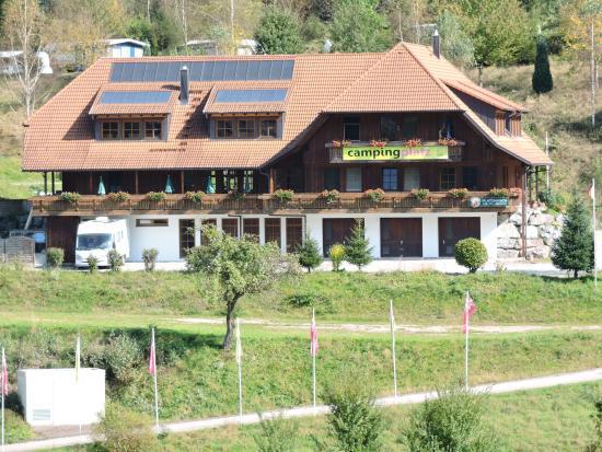 Wolfach, Alemania: Mehrbetten- Zimmer auf dem Campingplatz