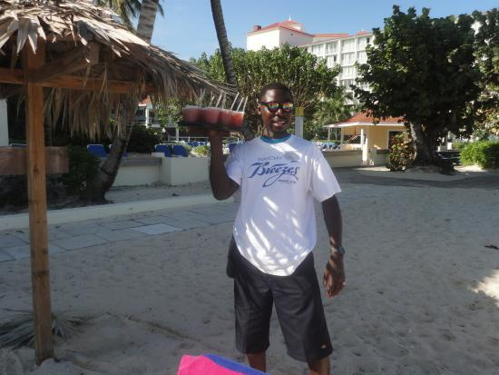 Breezes Resort & Spa Bahamas - All-Inclusive: Best Cocktail Transfer Engineer Ever!
