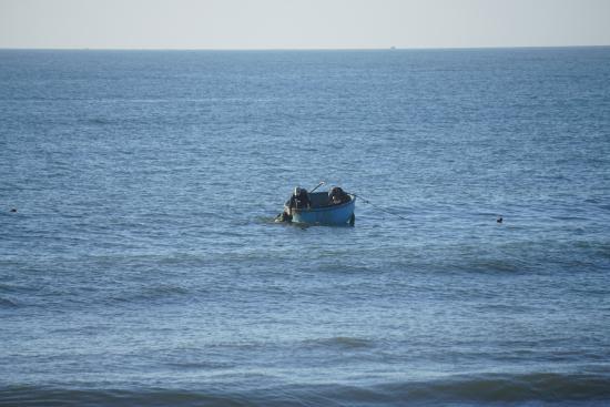 Phan Thiet, Wietnam: Ψαρας με την ιδιοτυπη βαρκα του