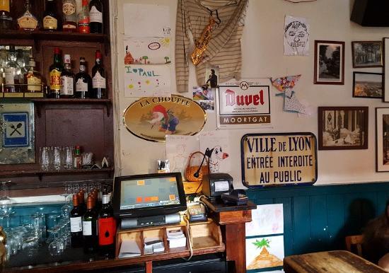Amerongen, Paesi Bassi: Le bar avec son écriteau en français s'il vous plait !