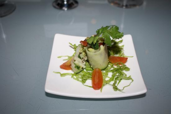 Blanca Blue Restaurant & Lounge : Just a little appetizer, courtesy of the CHEF.