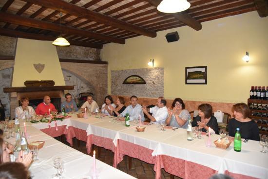 Ferentillo, Ιταλία: Il salone principale con il caminone
