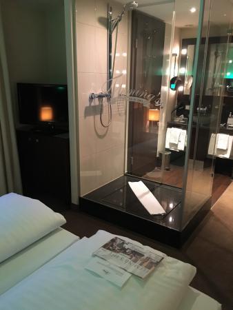 dusche im zimmer bild von fleming s conference hotel wien wien rh tripadvisor de