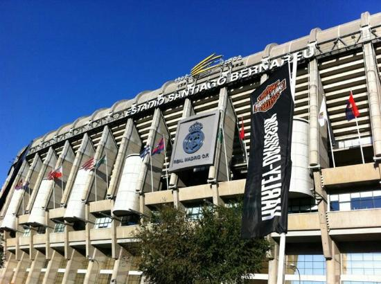 Picture of santiago bernabeu stadium madrid for Puerta 4 santiago bernabeu